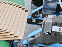 Feederbelt controller systems for corrugators