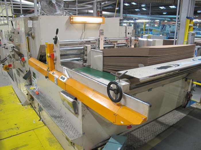 robotic automation  for corrugated box making machinery serving folding hook